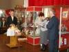 Поздравляет с 75-и летием Мешкова В.М. директор завода, на котором юбиляр проработал 24 года, городской музей